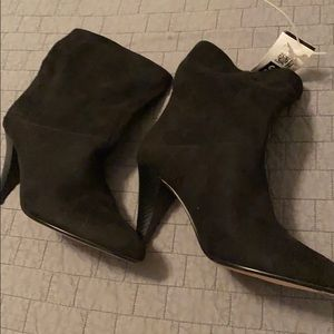NWT ladies high heel Express booties size 6